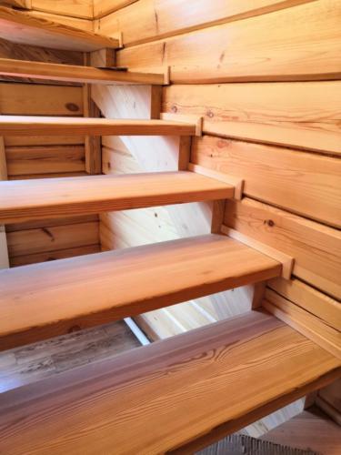 №22 Лестница из массива лиственницы.     п. Овинный